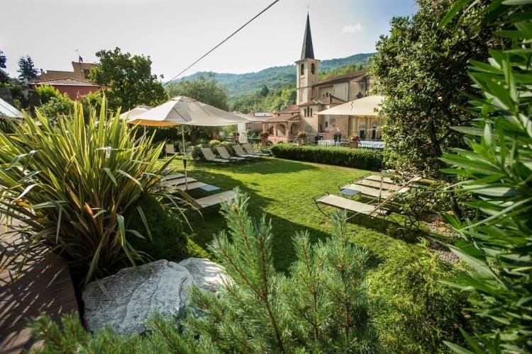 What characterises a sustainable hotel?